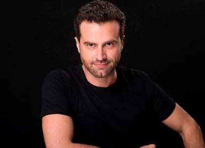 Alejandro Navamuel interpreta a ARTHUR GORING