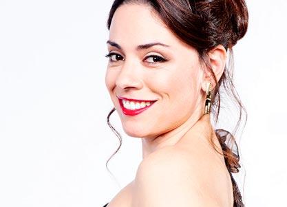 Ana Arias interpreta a MISTRESS CHEVELEY