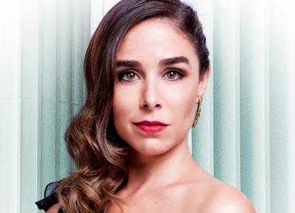 Candela Serrat interpreta a LAURA CHEVELEY